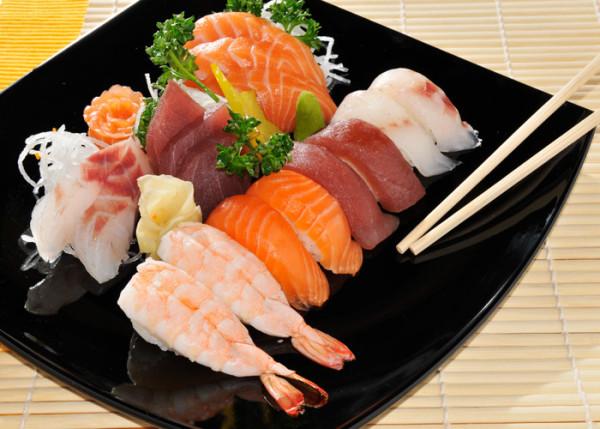 bà bầu không nên ăn hải sản sống