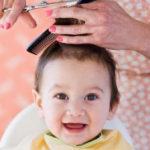 Kinh nghiệm cắt tóc máu cho trẻ sơ sinh, mấy tháng là vừa?