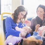 Trẻ sơ sinh mấy tháng có thể ra ngoài chơi?